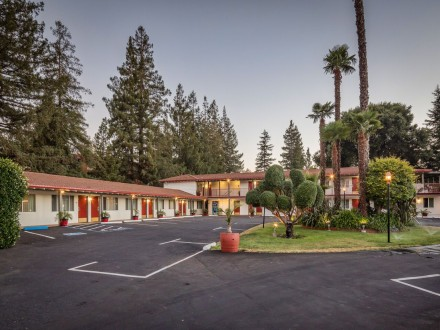 The Palo Alto Inn - Beautifully Landscaped With Ample Parking